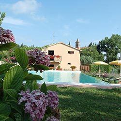 Hotel with swimming pool in San Gimignano