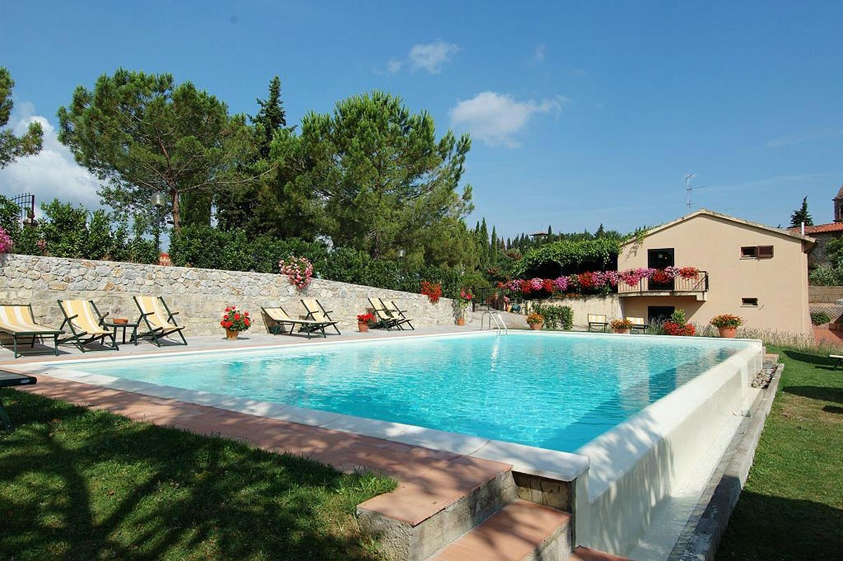 Photo hotel san gimignano holiday rooms 3 stars in the for Hotel piscina