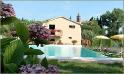 Hotel with swimming pool in San Gimignano in Tuscany